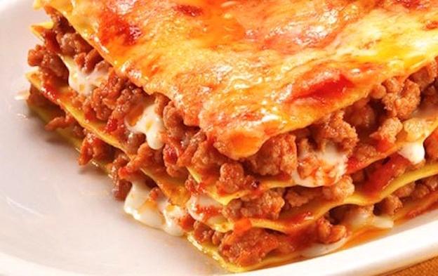 dom�c� lasagne s mlet�m masem