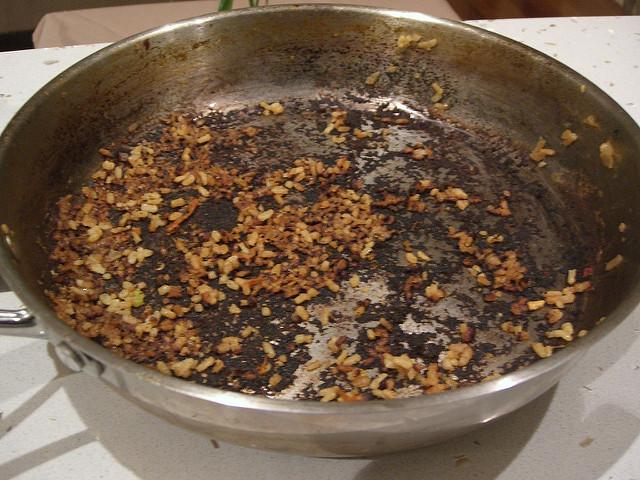 proč nádobí připaluje
