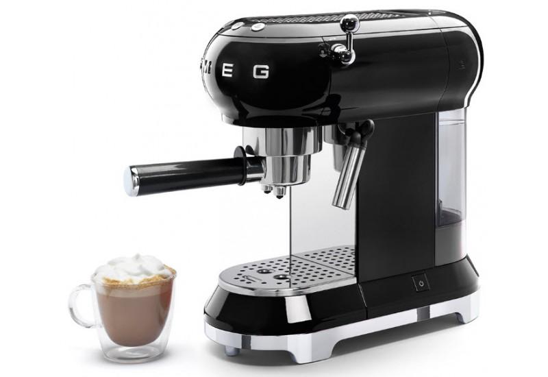 pákový kávovar SMEG ECF01
